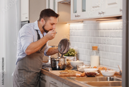Poster Cuisine man cooks baking cookies at home