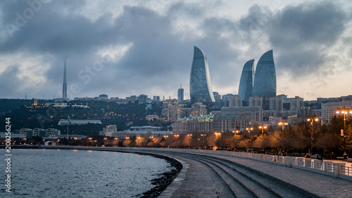 Cuadros en Lienzo  Baku evening cityscape with flaming towers and reflections in th