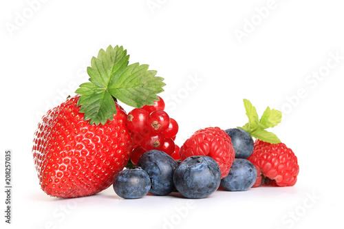 Canvas Prints Fruits fruits rouges sur fond blanc