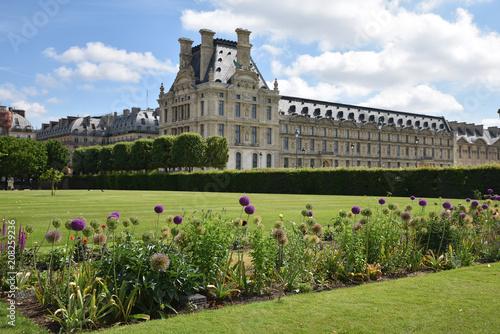 Jardin Des Tuileries Et Louvre A Paris France Buy This Stock