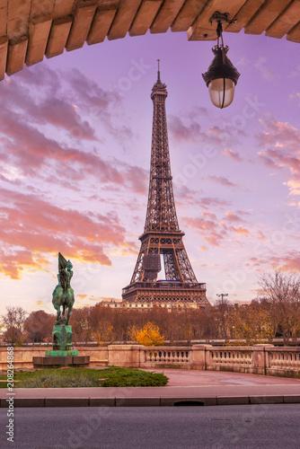 Printed kitchen splashbacks Eiffel Tower from Bir-Hakeim metal bridge in the morning