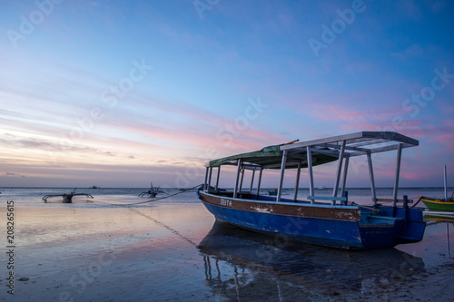 Fotobehang Purper boat anchored in indonesia
