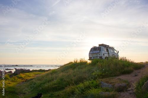 Canvas Campervan morgens am Meer