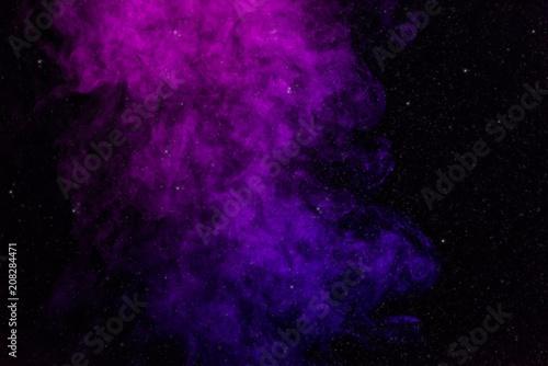 czarne-tlo-z-fioletowym-rozowym-dymem-i-gwiazdami