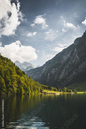 Spoed Foto op Canvas Alpen Königssee mit Alm