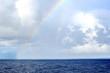 Грозовые облака и радуга в океане