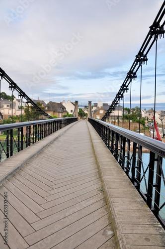 Tela  La passerelle du petit port du Bono en Bretagne