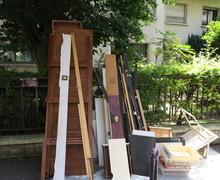 Planches Jetées Dans La Rue. ...