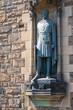 Die Statue von Robert the Bruce am Eingang zum Schloß in Edinburgh/Schottland