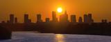 Fototapeta Miasto - Panorama Warszawy na tle zachodzącego słońca