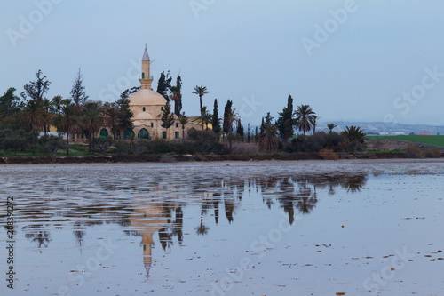 Spoed Foto op Canvas Cyprus Hala Sultan Tekke and reflection on Larnaca salt lake, Cyprus