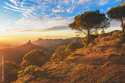 Fotografia  Landscape of an incredible sunset in the mountains of the Canary Islands