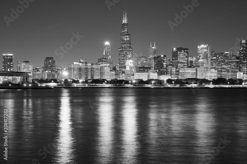 Fotobehang Amerikaanse Plekken Black and white Chicago waterfront panorama at night, USA.