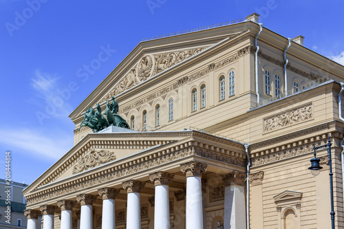 Papiers peints Opera, Theatre Facade of Bolshoi Theatre closeup on a blue sky background on a sunny summer morning