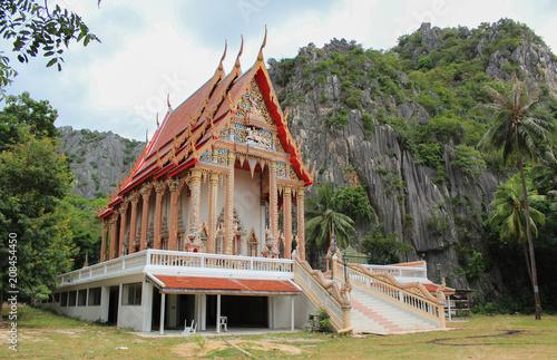 Foto op Plexiglas Bedehuis Temple in the forest