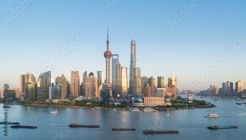Photo Stands Shanghai shanghai skyline in the setting sun after glow