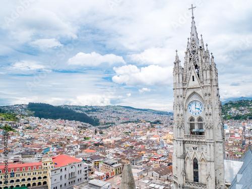 Poster Zuid-Amerika land Quito in Ecuador from Basilica del Voto Nacional