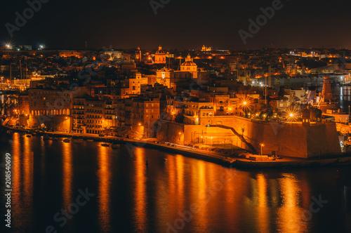 Foto op Plexiglas Oranje Fort St. Angelo, night Il-Birgu , view from Valletta