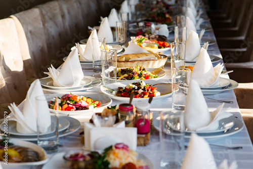 In de dag Buffet, Bar Different salads served at the celebratory table.