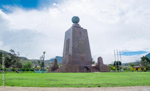 Fotobehang Zuid-Amerika land Mitad del Mundo, Middle of the world Monument in Quito, Ecuador