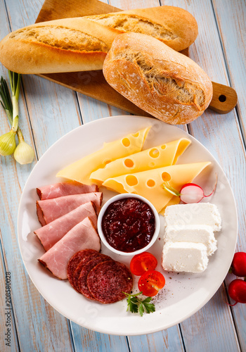 Fototapeta Breakfast - sausages, yellow cheese and vegetables obraz