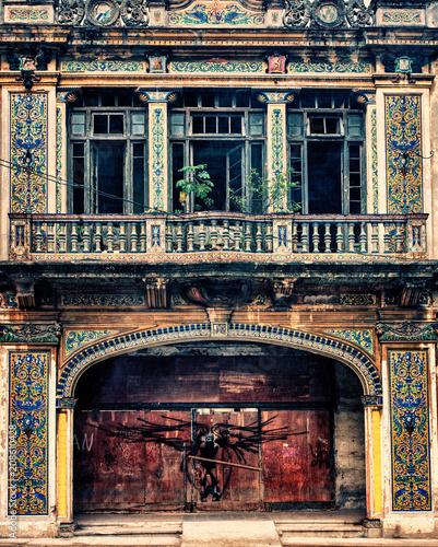 Foto op Plexiglas Oude gebouw HAVANA, CUBA- DEC 1, 2016: colonial building architecture in havana