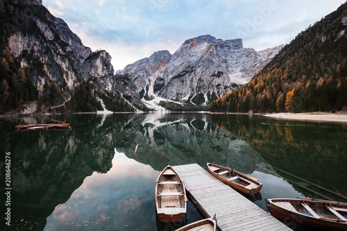 Poster Bergen Boats on Lago di Braies mountain lake.