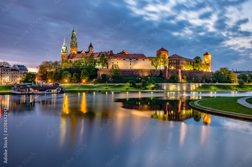 Fototapety, obrazy: Wawel Castle in Krakow, Poland, seen from the Vistula boulevards in the morning