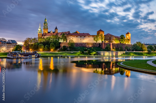 Poster Cracovie Wawel Castle in Krakow, Poland, seen from the Vistula boulevards in the morning