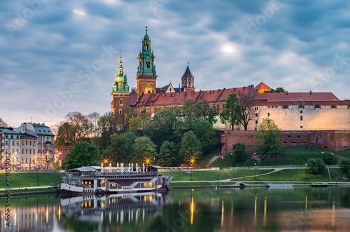 Fototapeta Wawel Castle in Krakow, Poland, seen from the Vistula boulevards in the morning obraz