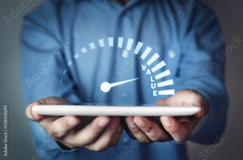 Fotomural Man holding speedometer with value word. Business concept