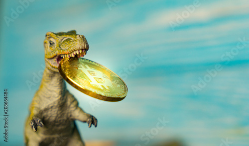 Fotografía  dinosaur keeps in her mouth crypto currency
