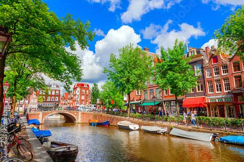 Fototapeta Amsterdam urokliwy-kanal-w-amsterdamie