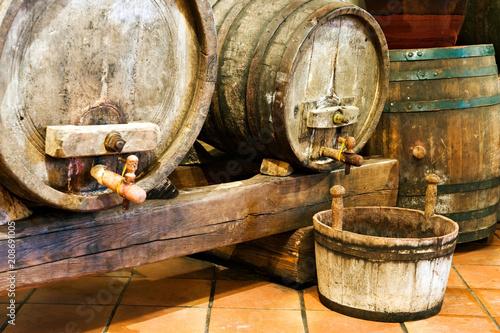 Cuadros en Lienzo Old wine barrels in a wine cellar