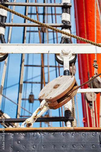In de dag Schip Close up picture of old sailing ship details, selective focus.
