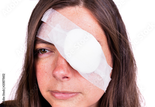Cuadros en Lienzo Portrait of woman wearing eye patch as protection after injury