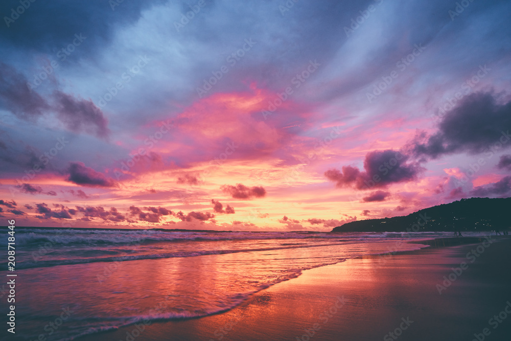 Fototapety, obrazy: Beautiful sunset on ocean beach. Sky is reflecting at water.