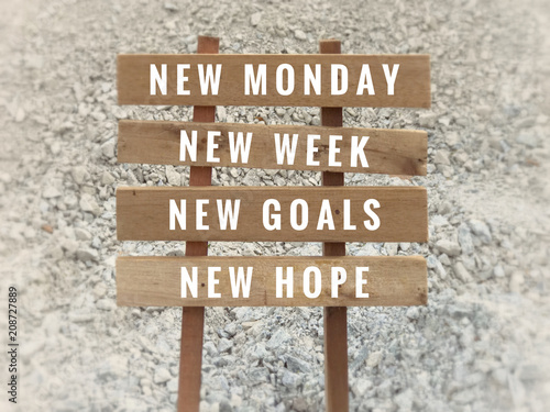 Fotomural  Motivational and inspirational quote - 'New Monday, new week, new goals, new hope' written on plank signage