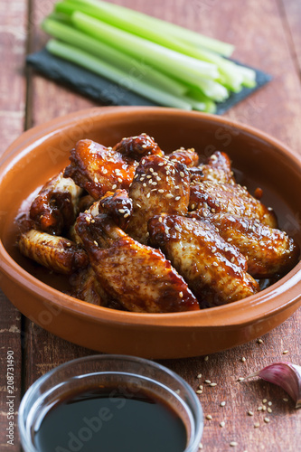 Obraz na plátně Traditional Asian stir fry chicken wings with sesame and vegetables