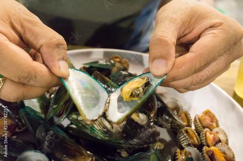 Foto op Plexiglas Schaaldieren Shellfish on a dish, Fresh cockle, Mussel, seafood.