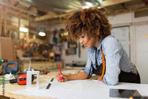 Poster Ecole de Danse Afro american woman craftswoman working in her workshop