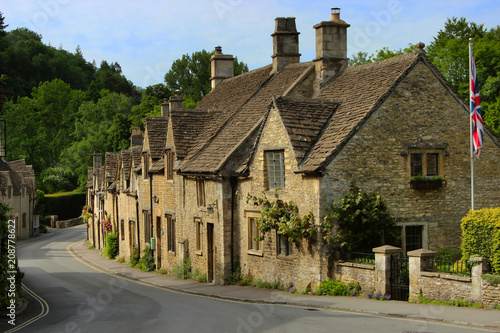 Fotografija Charming cottages in Castle Combe, Cotswolds, Wiltshire