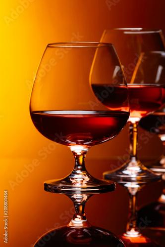 In de dag Bar Glasses of brandy .