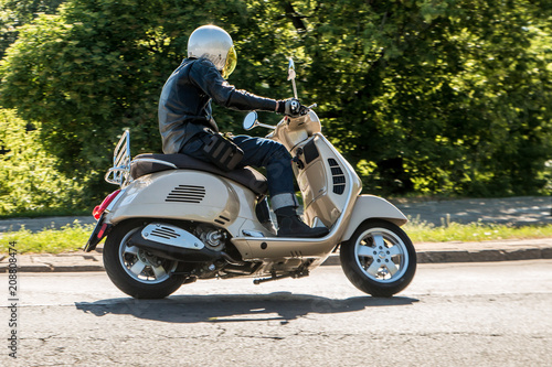 Man riding a classic scooter Slika na platnu