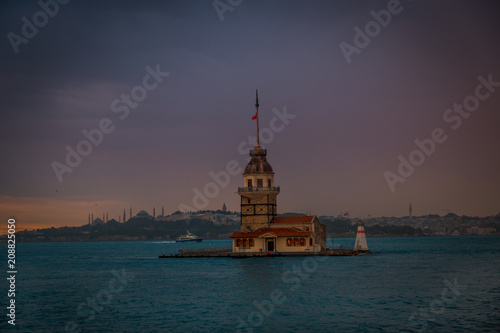 Photo  Maiden Tower is most beautiful architecture in Istanbul