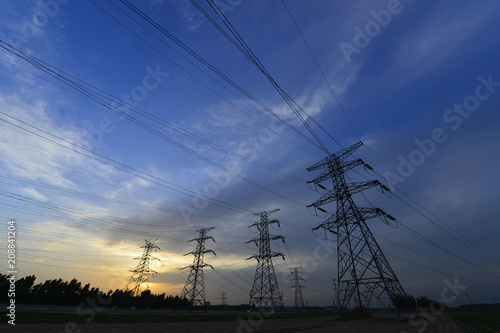 The power supply facilities of contour in the evening Tableau sur Toile