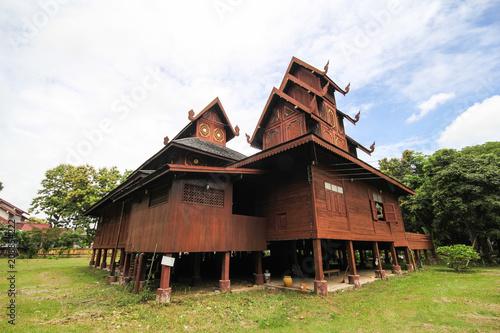 Foto op Plexiglas Oude gebouw Wat Chom Sawan, Phrae, Thailand