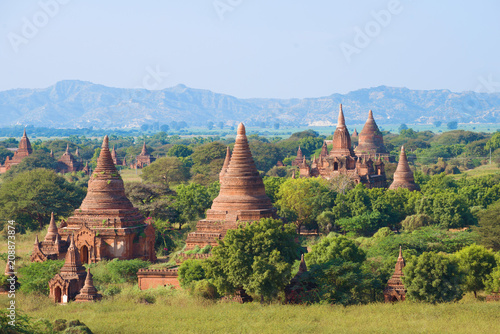 Foto  Ancient Bagan on a sunny day. Myanmar (Burma)