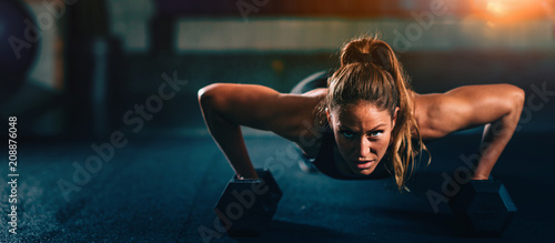 Poster Fitness Cross training. Young woman exercising at the gym