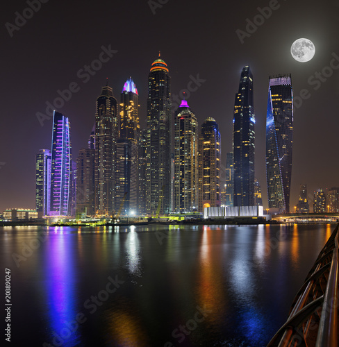 In de dag Stad gebouw Dubai skyscrapers panorama during night hours